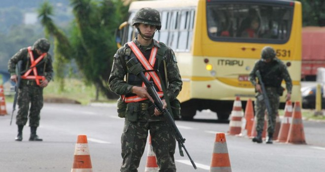 Brezilya sınırını Venezuelalı göçmenlere kapattı