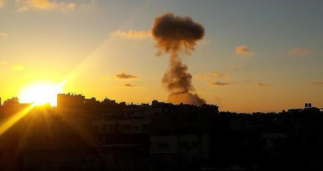 İsrail, Gazze limanındaki iki tekneyi vurdu
