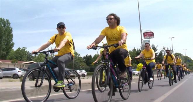 Gönüllü bisikletçiler arıların izinde
