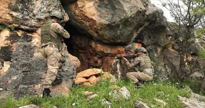 Diyarbakır'da PKK'lı teröristlere ait 3 kış sığınağı imha edildi