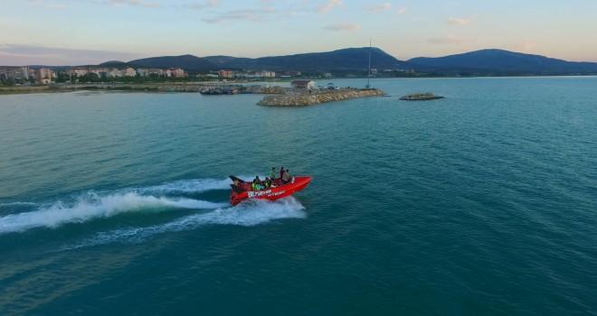Adrenalin tutkunlarının  'jetboat' heyecanı