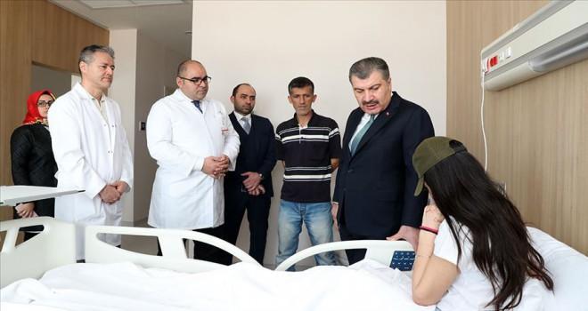 Bakan Koca'dan asitli saldırı mağduru Berfin Özek'e ziyaret