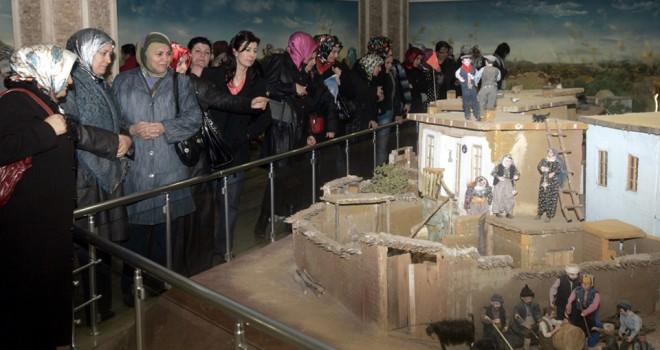 İstiklal Harbi Şehitleri Abidesi'ne ziyaretçi akını