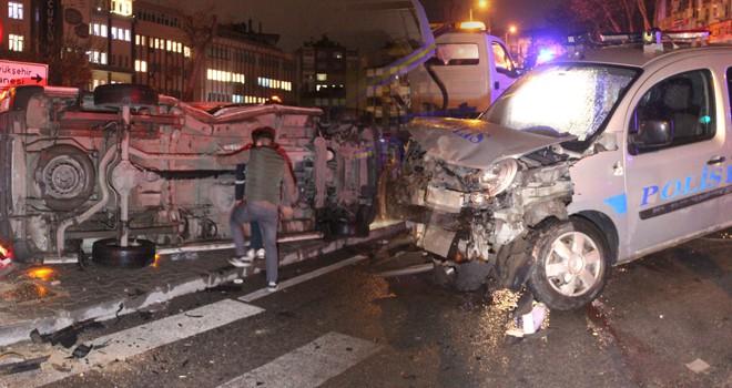 Konya'da polis aracı ile ambulans çarpıştı: 5 yaralı