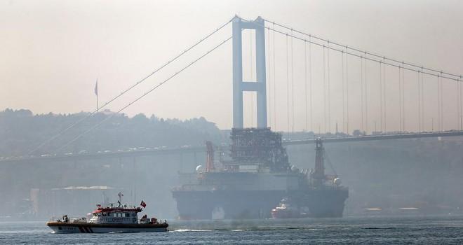 Petrol platformu İstanbul Boğazı'ndan geçiyor