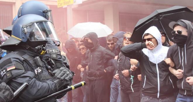 Irkçı gösteriler Alman iş dünyasını endişelendiriyor