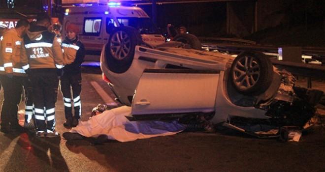 TEM'de otomobil kamyona arkadan çarptı, 2 ölü var