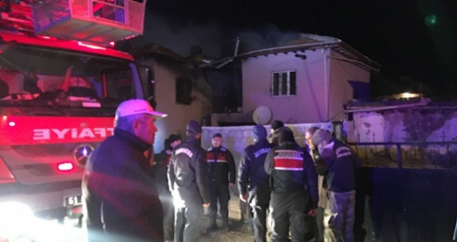Evde çıkan yangında 4 kişi öldü, 3 kişi yaralandı