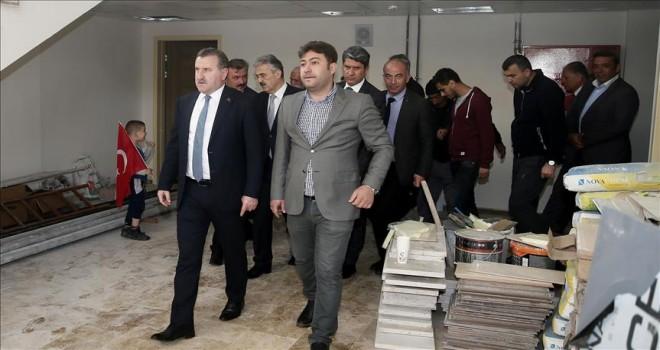 Bakan Bak, İzmir'de spor tesislerini inceledi