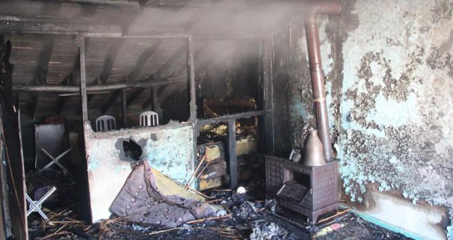 Çatı katında çıkan yangında 4 kardeş öldü