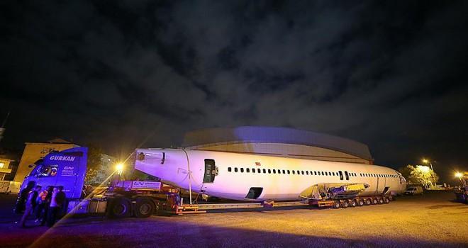 Pistten çıkan uçağın nakil işlemi tamamlandı