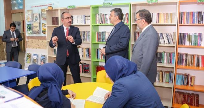 """Kavuş'tan her okula""""kitaplık"""" müjdesi"""
