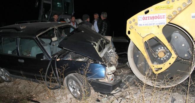 Otomobil silindire çarptı