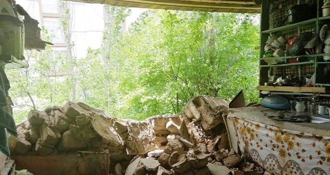 Evin duvarı yıkıldı
