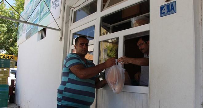 Seydişehir'de ekmek dağıtımı