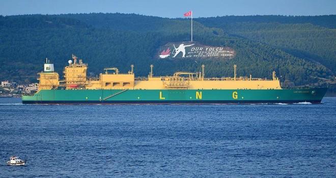 LNG tankeri Çanakkale Boğazı'ndan geçti