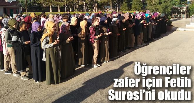Öğrenciler zafer için Fetih Suresi'ni okudu