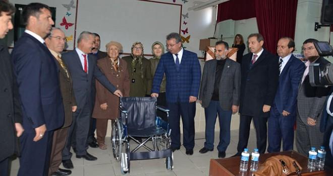İhtiyaç sahiplerinetekerlekli sandalye