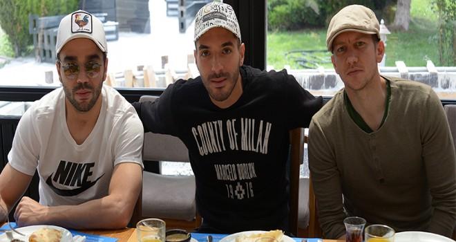 Mehdi'den takım arkadaşlarına kahvaltı