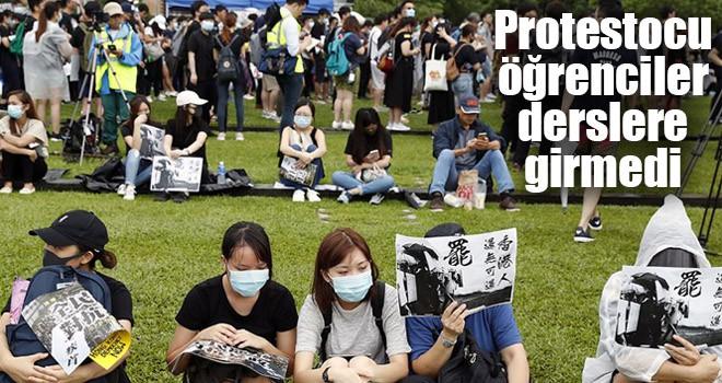 Protestocu öğrenciler derslere girmedi