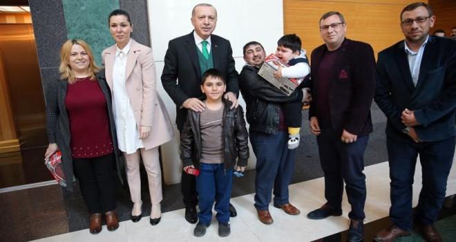 Cumhurbaşkanı Erdoğan, Yağız bebek ve ailesiyle bir araya geldi