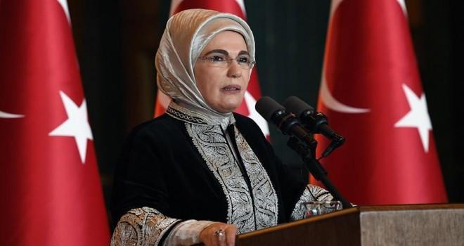 Emine Erdoğan dikkati çekti