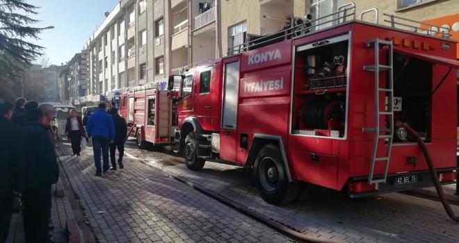 Açık unutulan ütü öğrenci evini yaktı