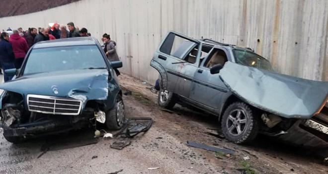Yardım için durdular, otomobil çarptı: 3'ü ağır 9 yaralı