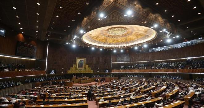 Pakistan'da meclis tahliye edildi