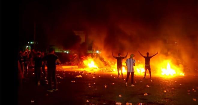 Basra'da İran Başkonsolosluğu yakıldı