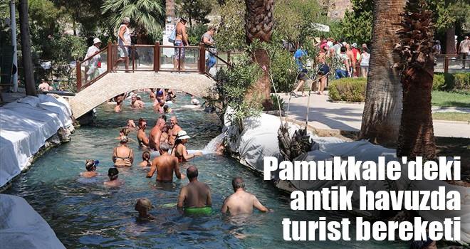 Pamukkale'deki antik havuzda turist bereketi