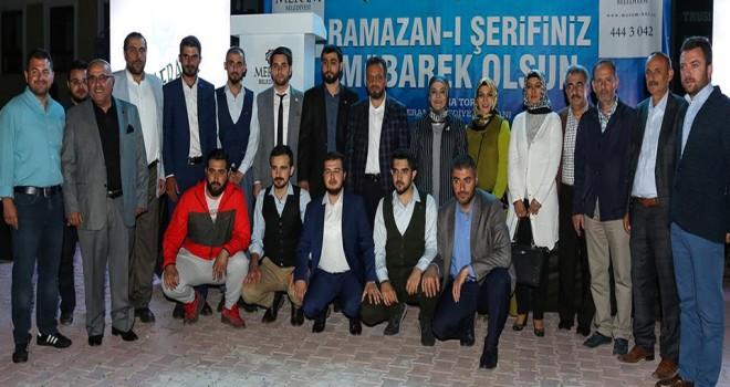 Meram'da iftar sevinci aynı sofrada paylaşılıyor
