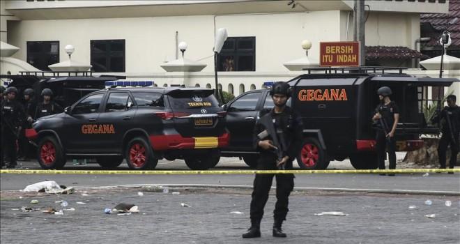 Endonezya'da hava alanında silahlı saldırı: 3 ölü