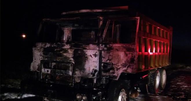 hareket halindeki hafriyat kamyonu yandı