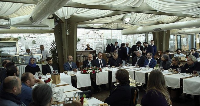 Kültür ve Turizm Bakanı Kurtulmuş ressamlarla buluştu