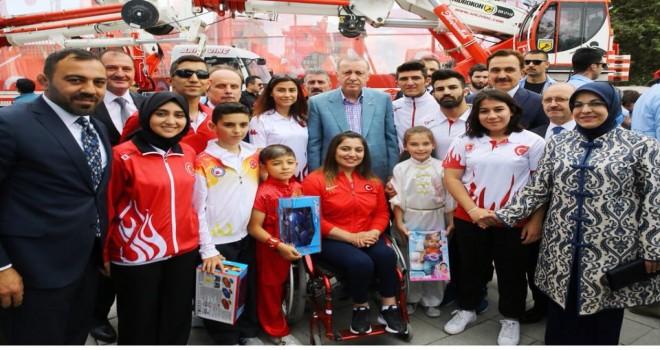 Erdoğan, Konyalı sporcularla birlikte