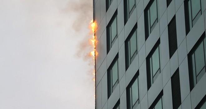 Sarıyer'de 32 katlı binanın dış cephesinde yangın