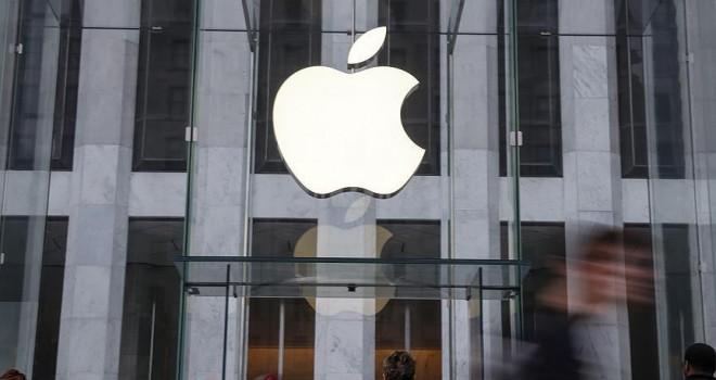 Paris'teki Apple mağazasına 'vergini öde' baskını
