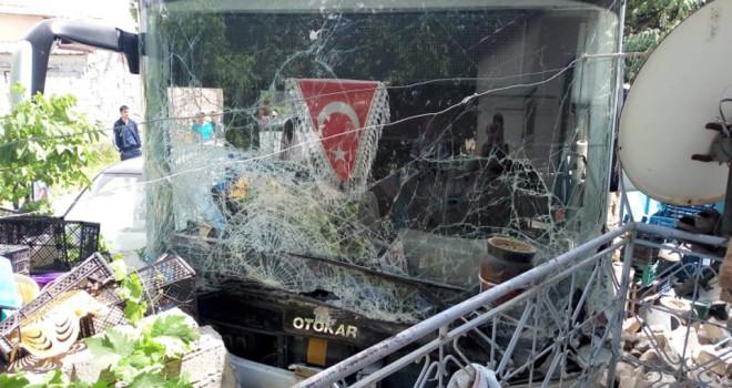 Otobüsü ile minibüs çarpıştı: 13 yaralı