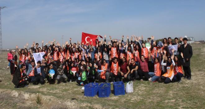 Genç TEMA Çanakkale şehitleri için fidan dikti