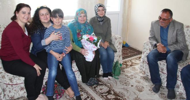 Yılın annelerine anlamlı ziyaret