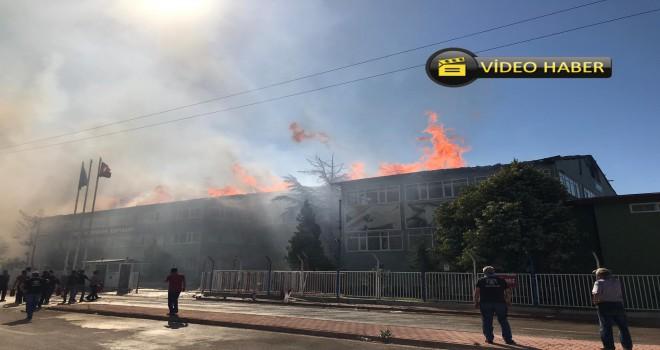 Huğlu Av Tüfekleri Fabrikasının çatısı yanıyor