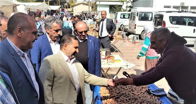 Özdemir, pazar esnafını ziyaret etti