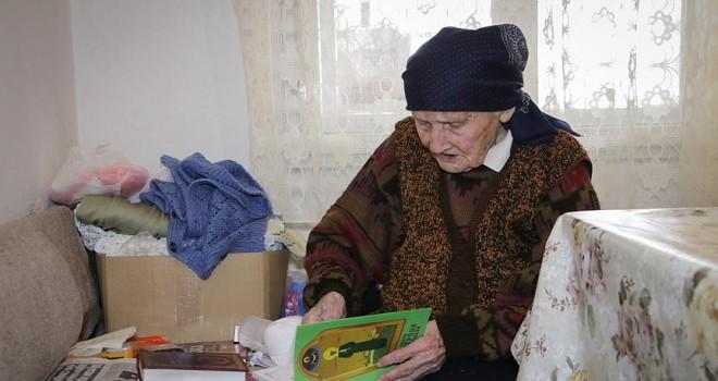 101 yaşındaki Boşnak ninenin okuma aşkı