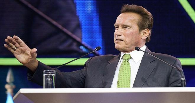 Schwarzenegger Trump için 'çatlak' tabirini kullandı