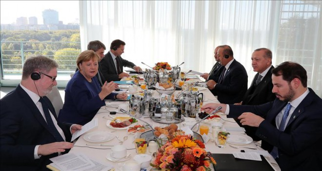 Erdoğan Merkel ile çalışma kahvaltısında görüştü