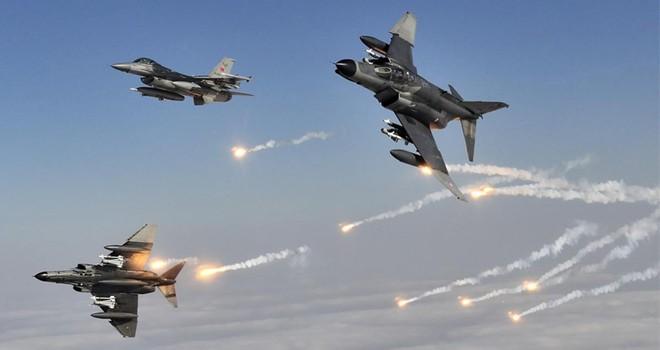 Uçaklar vuruyorTürk askeri ilerliyor