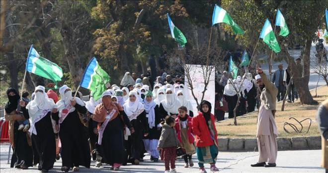 Pakistan'da Keşmir meselesinde hayatını kaybedenler anılıyor