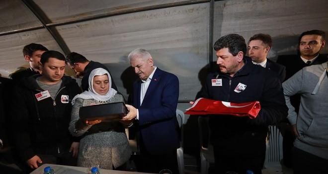 Başbakan Yıldırım, İzmir'de şehit astsubayın mevlidine katıldı