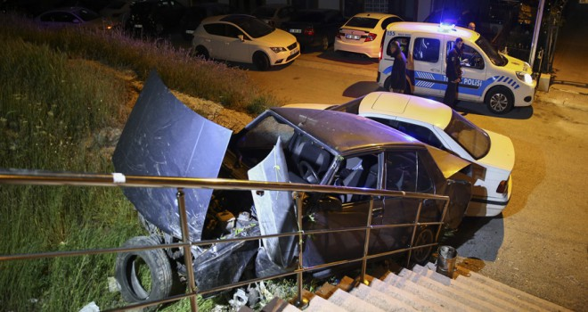 Kontrolden çıkan otomobil alt sokağa uçtu: 1 yaralı